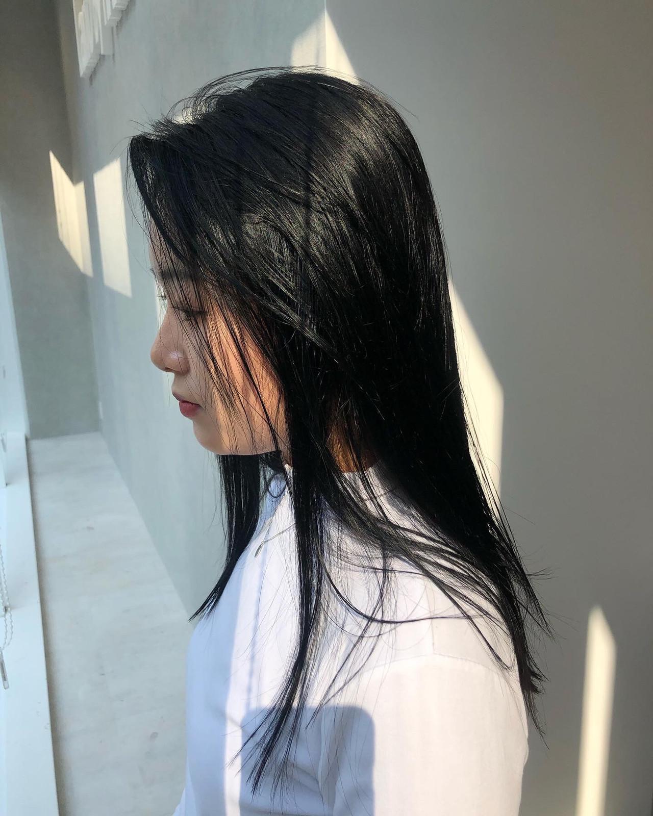 ナチュラル ロング シンプル 黒髪 ヘアスタイルや髪型の写真・画像