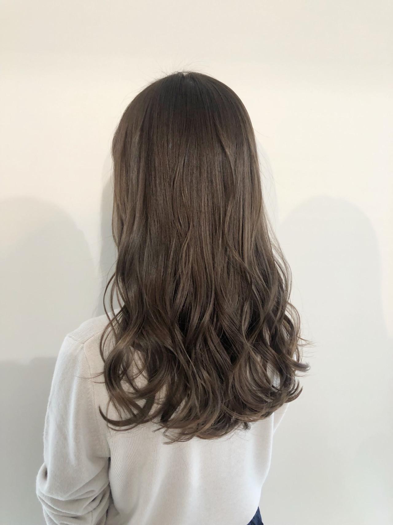 コテ巻き ロング コテ巻き風パーマ アッシュグレージュ ヘアスタイルや髪型の写真・画像