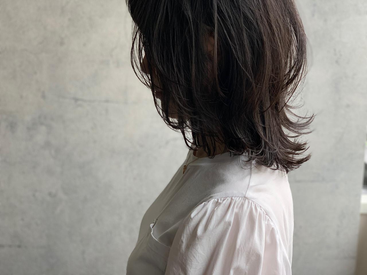 くびれボブ ナチュラル ミディアム ニュアンスウルフ ヘアスタイルや髪型の写真・画像