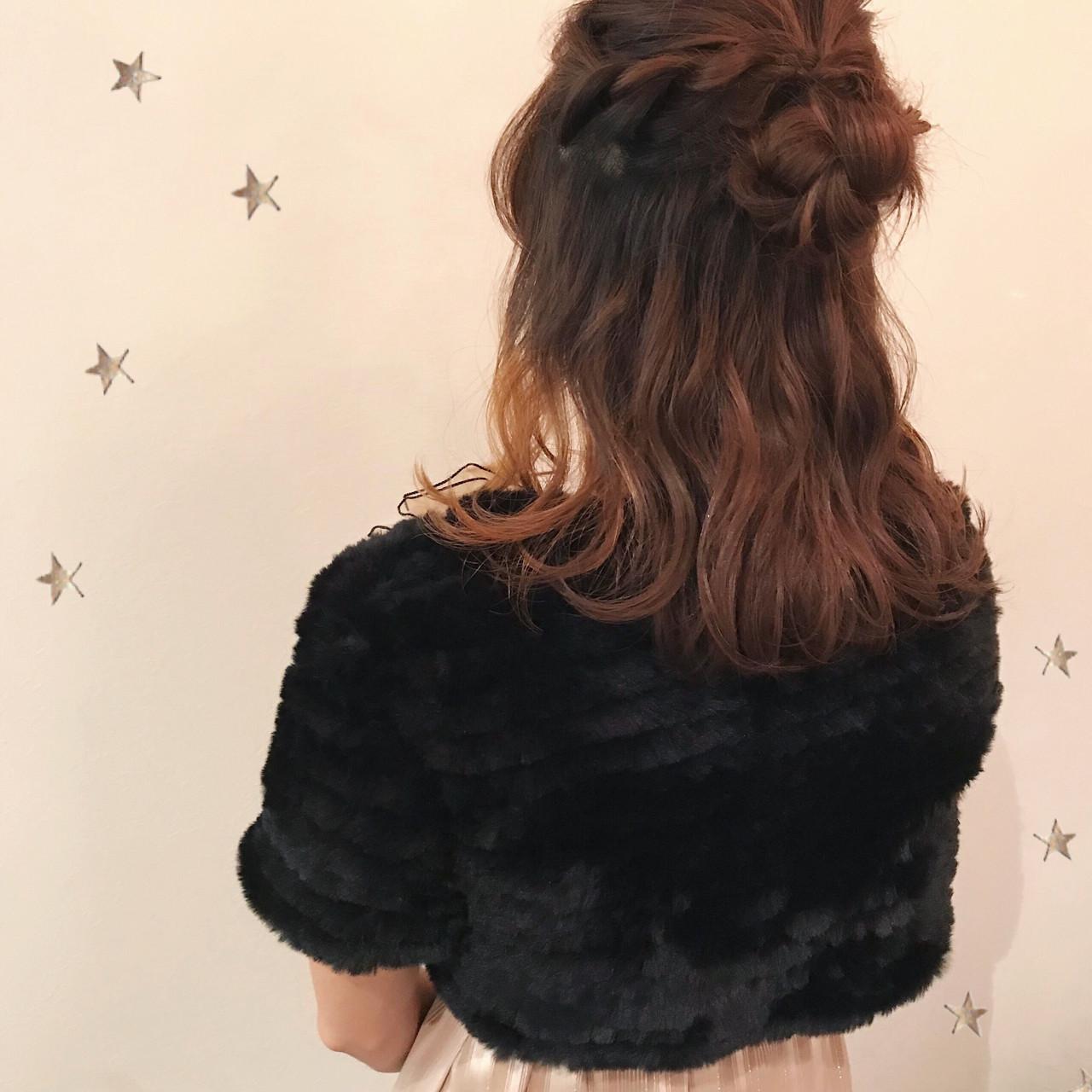 ハーフアップ セミロング ゆるふわ お団子 ヘアスタイルや髪型の写真・画像