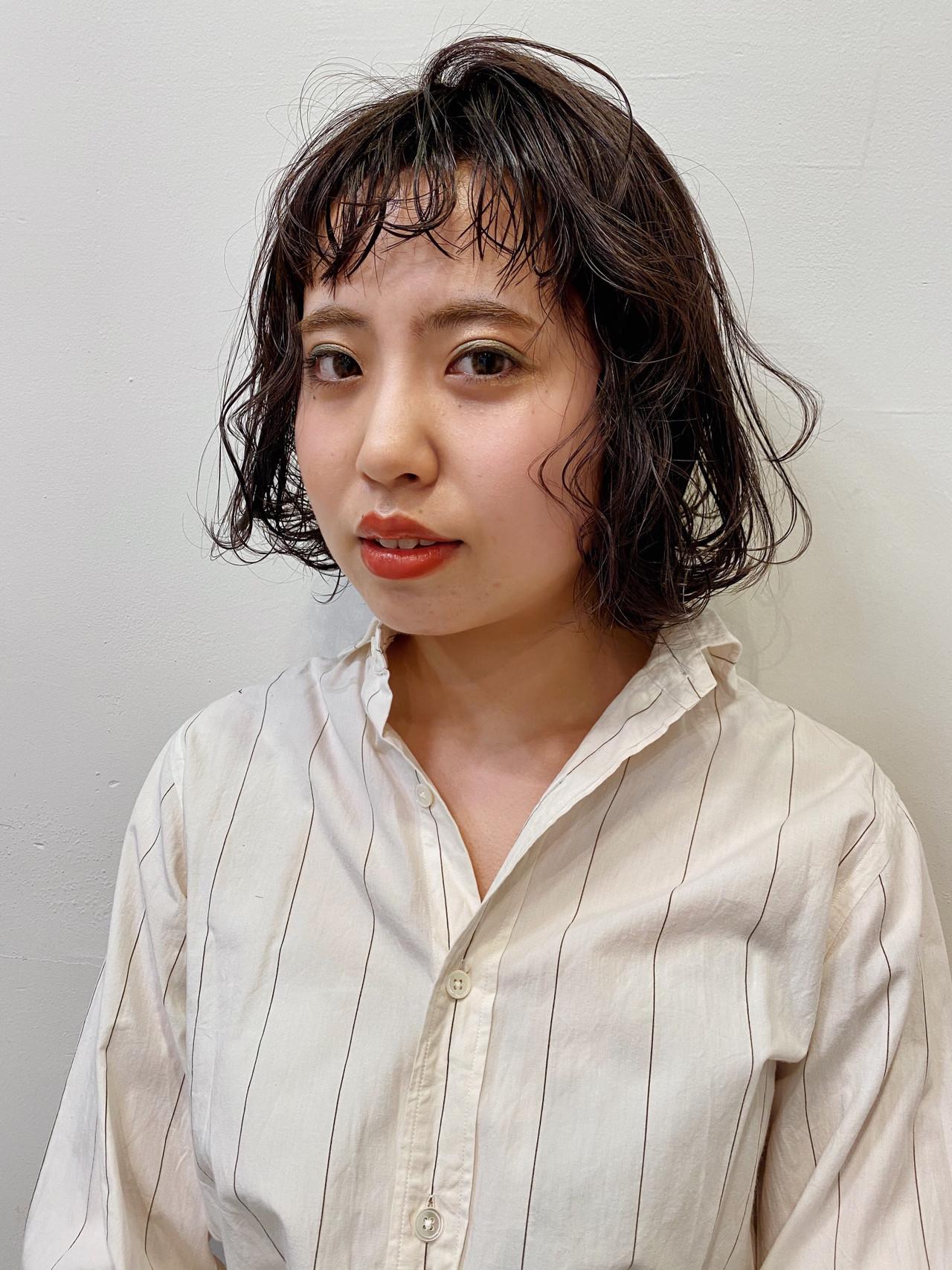 前髪パーマ 無造作パーマ ボブ ダークアッシュ ヘアスタイルや髪型の写真・画像