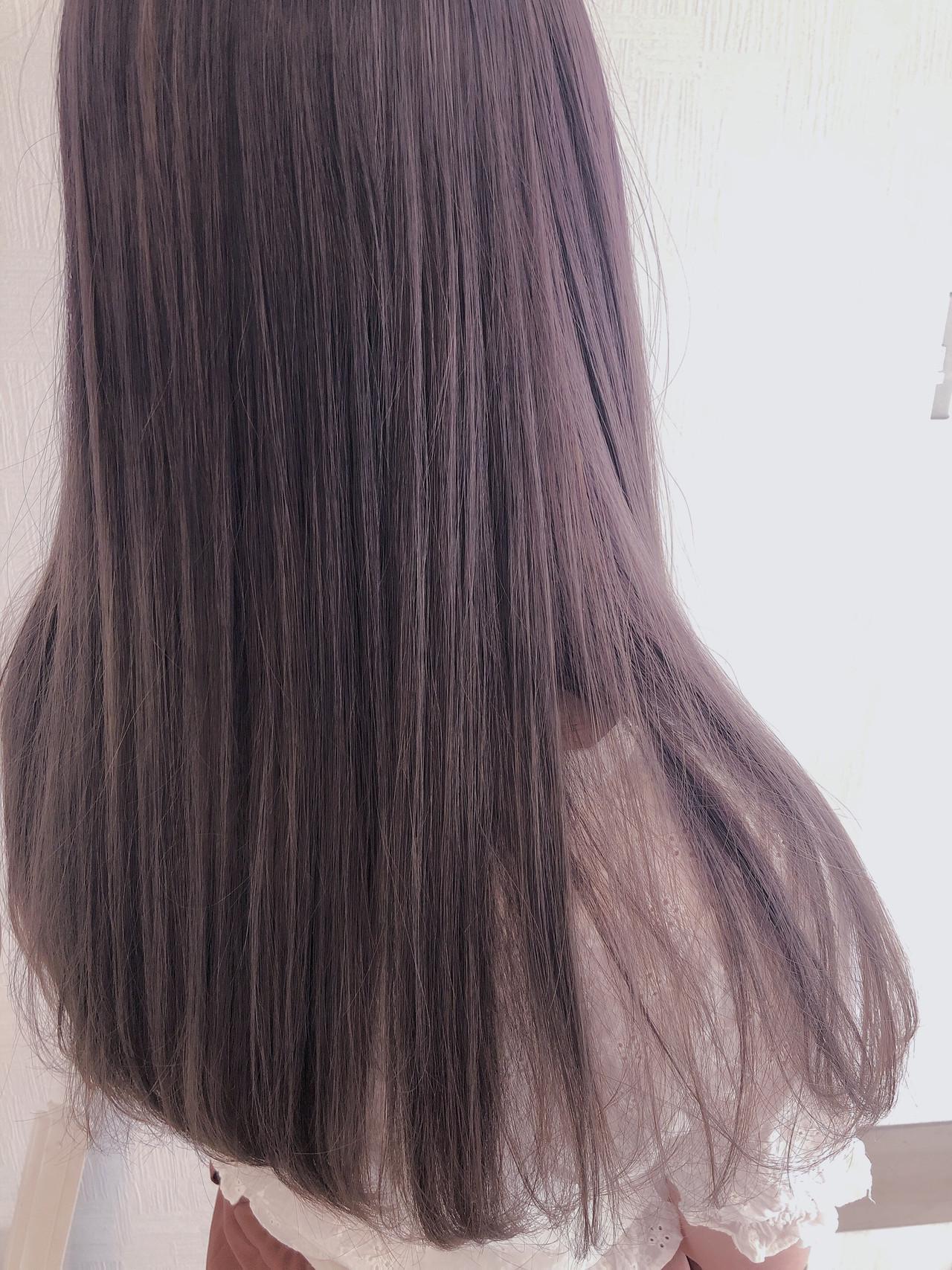 ラベンダーピンク セミロング ラベンダーグレージュ パープルアッシュ ヘアスタイルや髪型の写真・画像