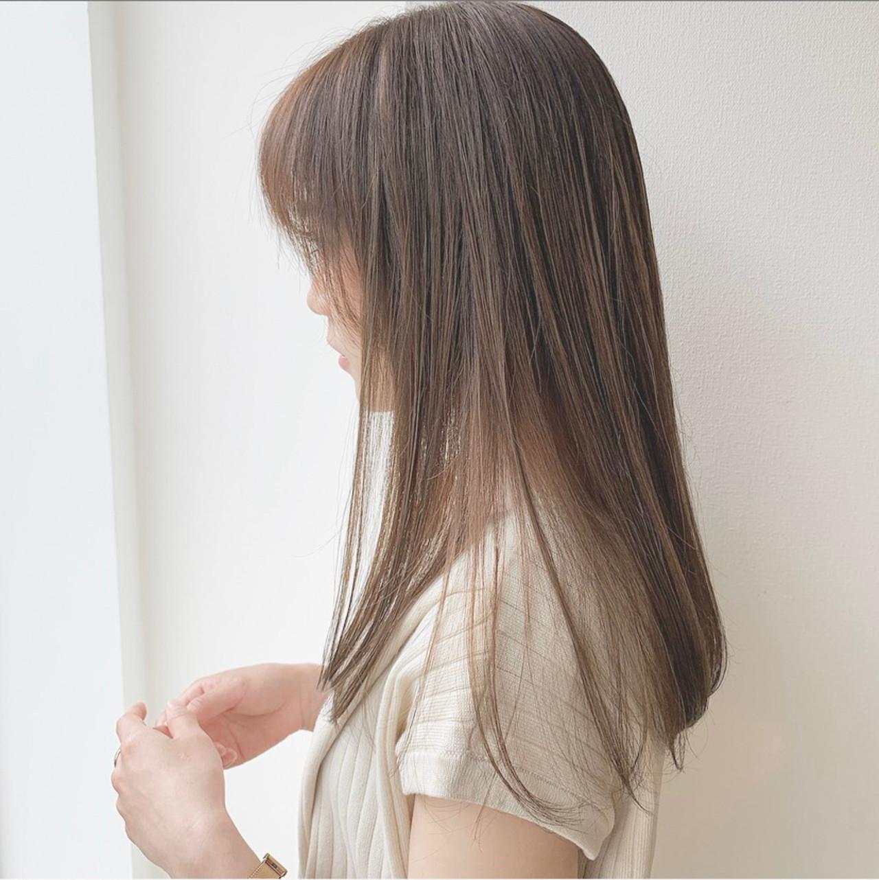 ストレート 透け感 ベージュ ナチュラル ヘアスタイルや髪型の写真・画像
