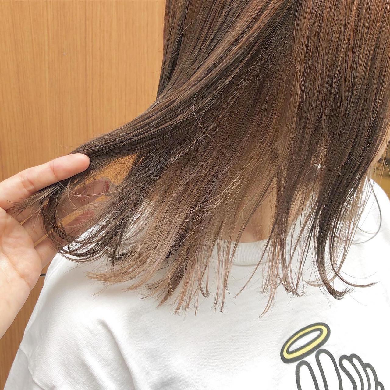 フェミニン ハイトーン ブラウンベージュ インナーカラー ヘアスタイルや髪型の写真・画像