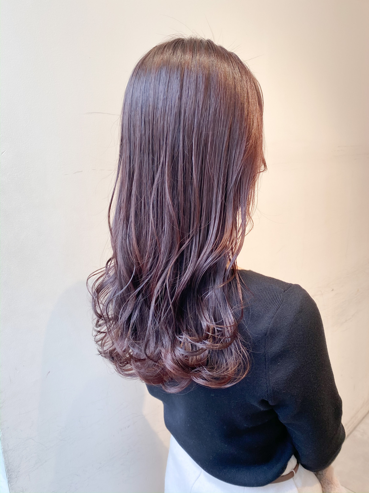 ピンクアッシュ セミロング フェミニン ピンクバイオレット ヘアスタイルや髪型の写真・画像