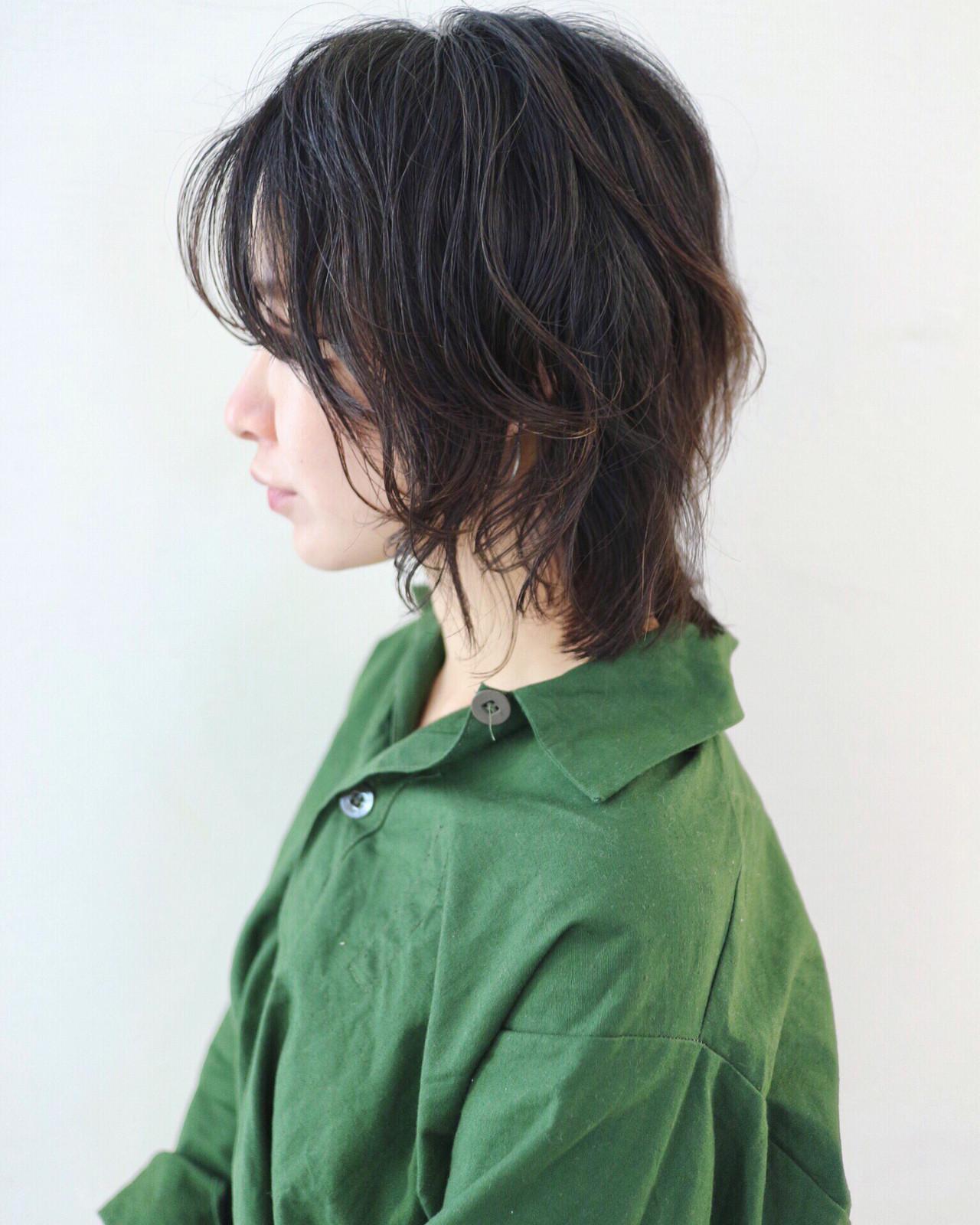 ウルフカット ミディアム 黒髪 レイヤーボブ ヘアスタイルや髪型の写真・画像