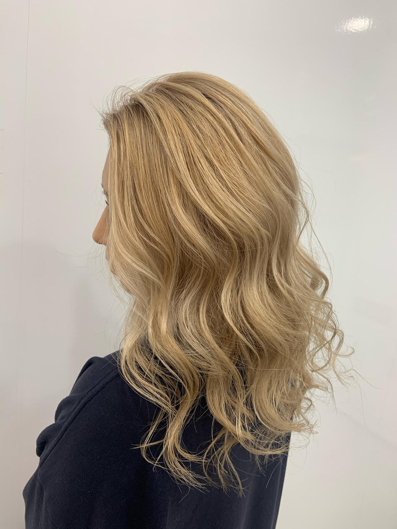 フェミニン 圧倒的透明感 透明感カラー ブロンドカラー ヘアスタイルや髪型の写真・画像