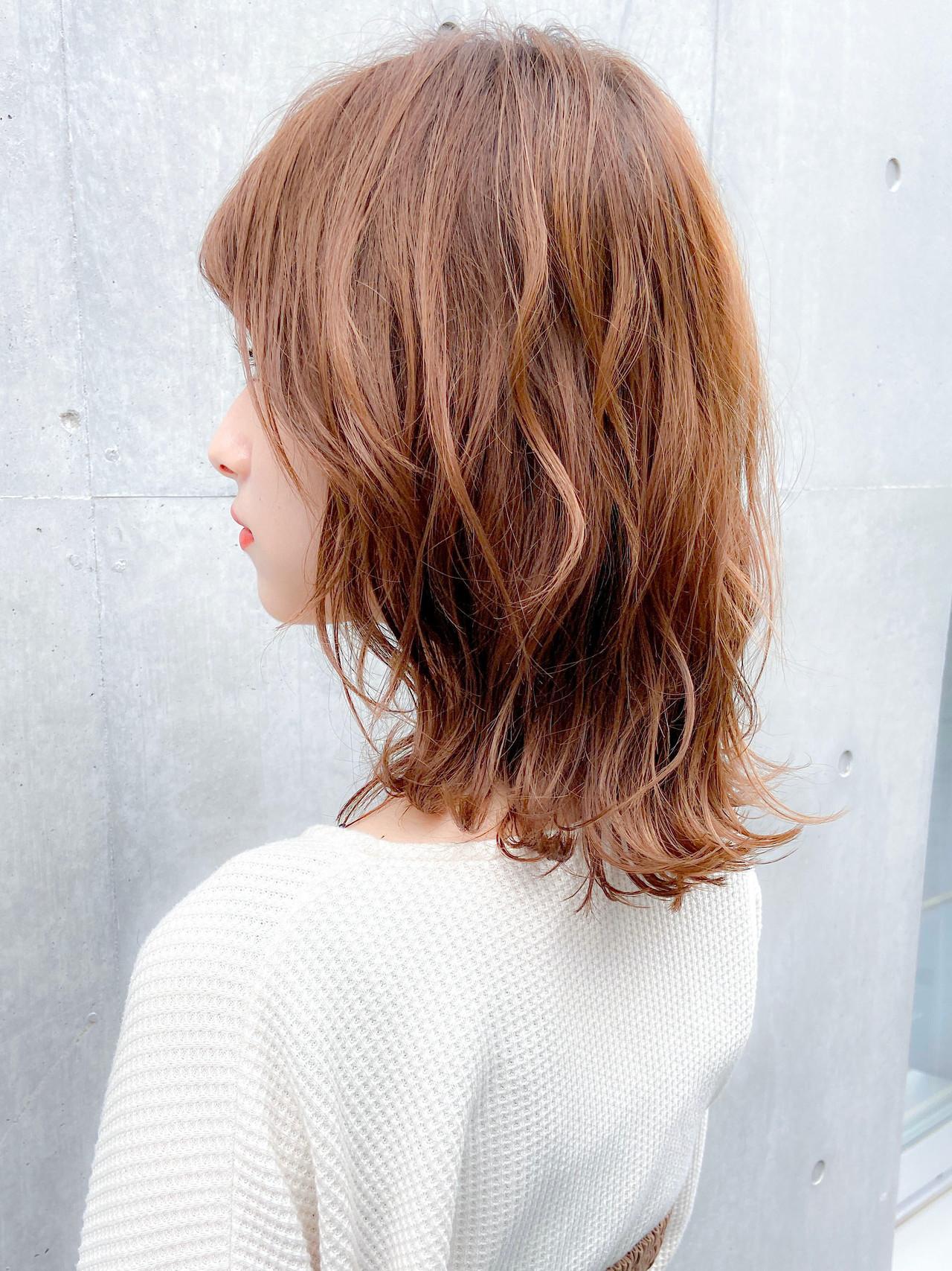 シースルーバング デジタルパーマ 鎖骨ミディアム フェミニン ヘアスタイルや髪型の写真・画像