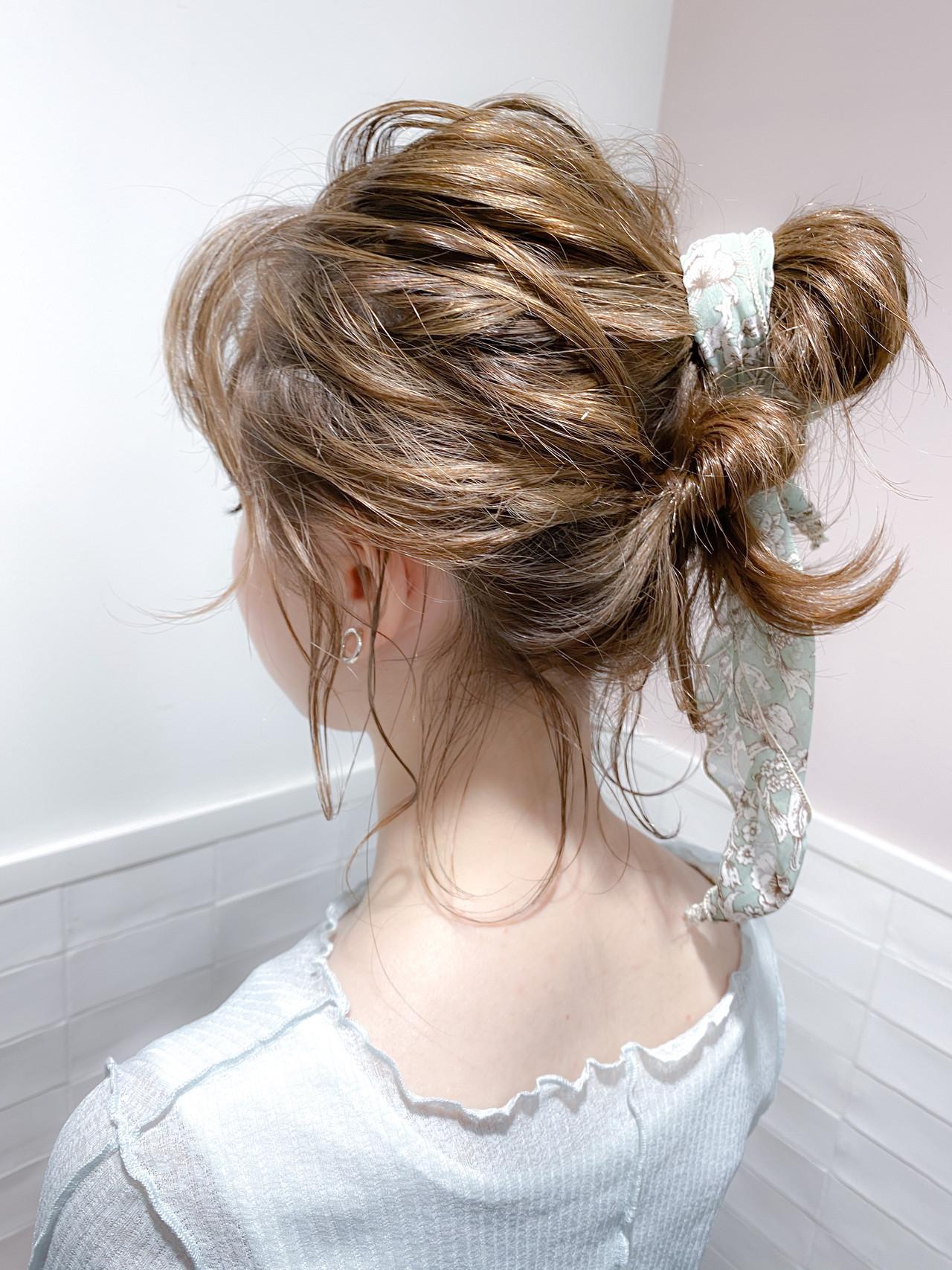 お団子アレンジ ナチュラルウルフ ヘアアレンジ ナチュラル ヘアスタイルや髪型の写真・画像