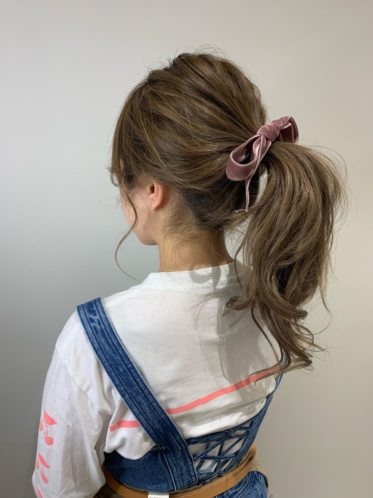 ガーリー バレイヤージュ ポニーテールアレンジ ミルクティーベージュ ヘアスタイルや髪型の写真・画像