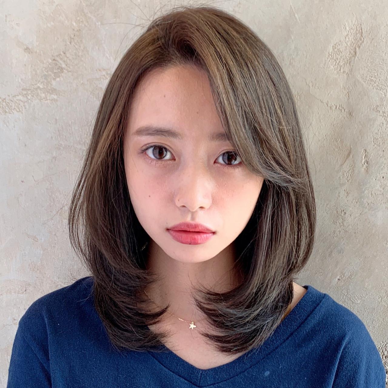 小顔ヘア かきあげバング ナチュラル 大人女子 ヘアスタイルや髪型の写真・画像