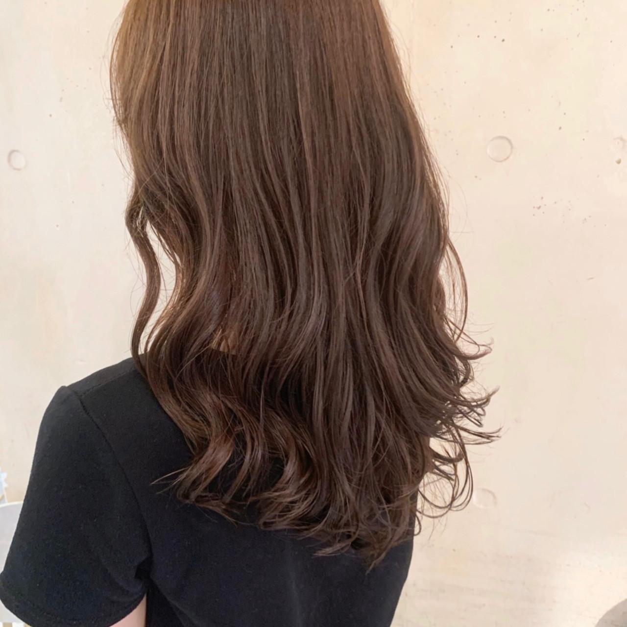 ゆるふわパーマ 大人かわいい レイヤーカット 波ウェーブ ヘアスタイルや髪型の写真・画像