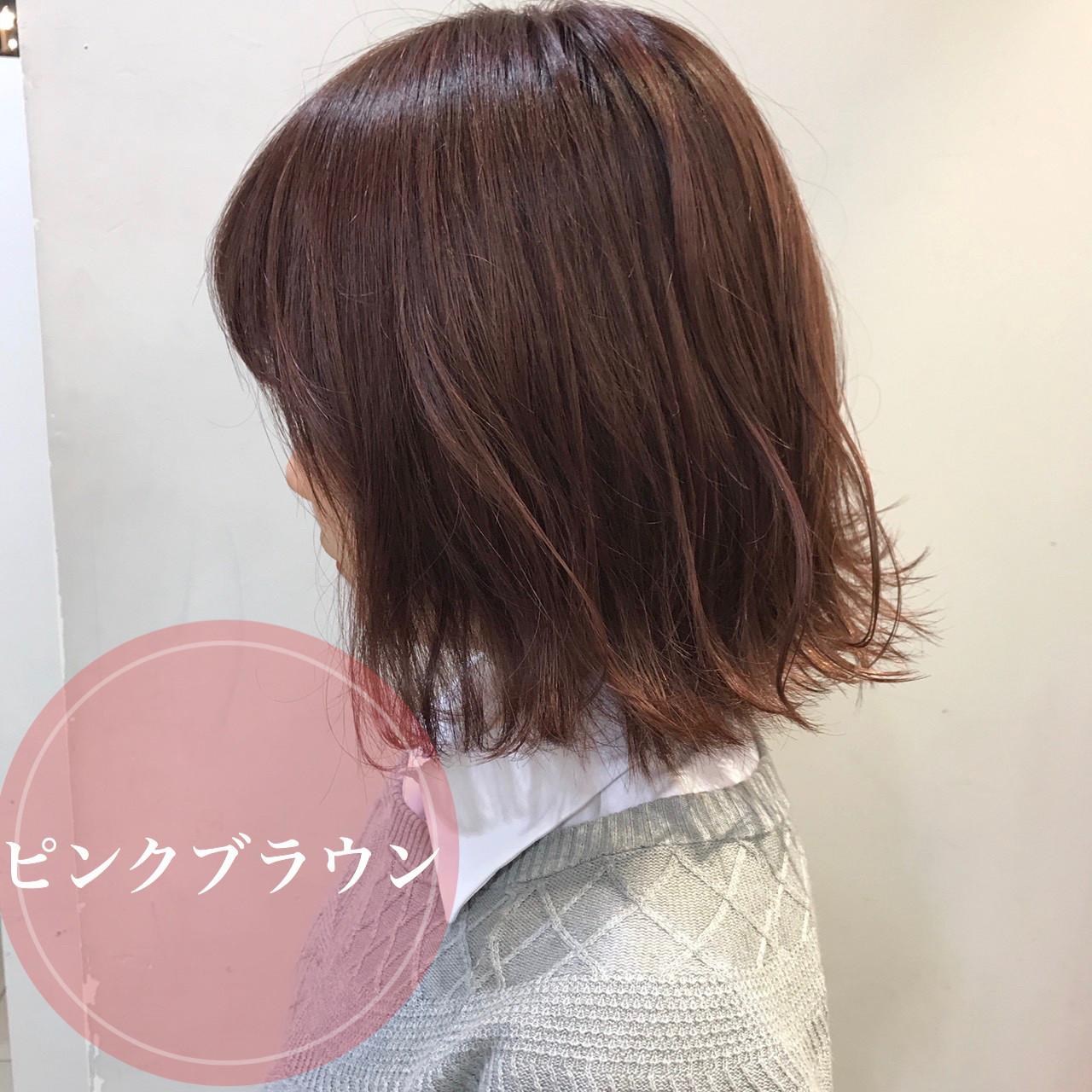 ミニボブ ピンクベージュ ピンクブラウン 切りっぱなしボブ ヘアスタイルや髪型の写真・画像