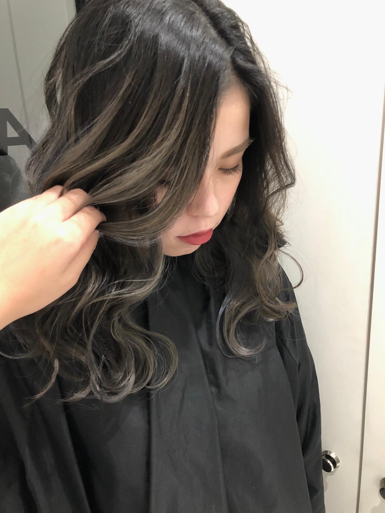 ミルクティーベージュ エレガント ロング バレイヤージュ ヘアスタイルや髪型の写真・画像