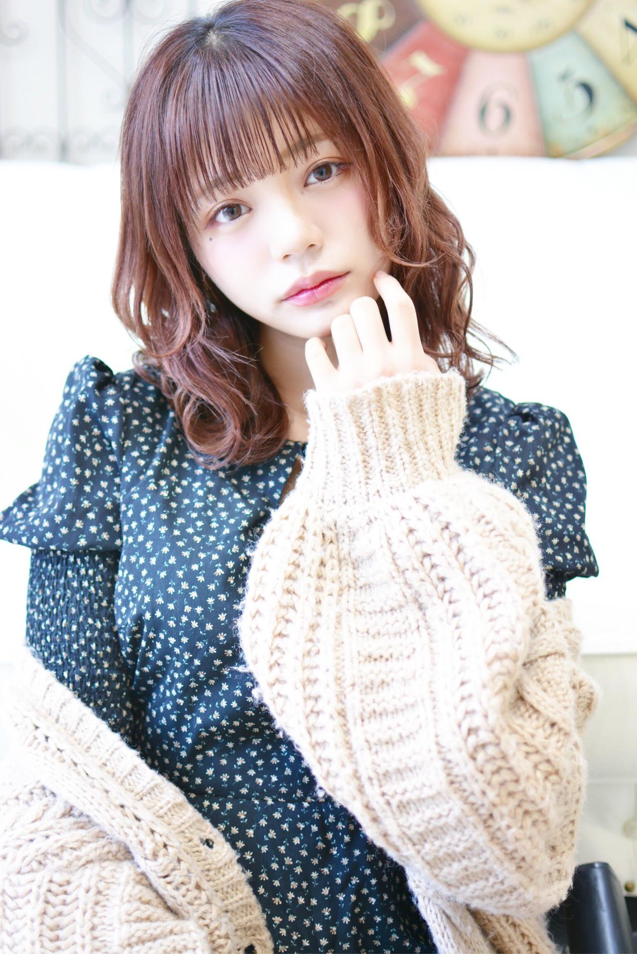 ミディアム ヘアカラー ぱっつん シースルーバング ヘアスタイルや髪型の写真・画像