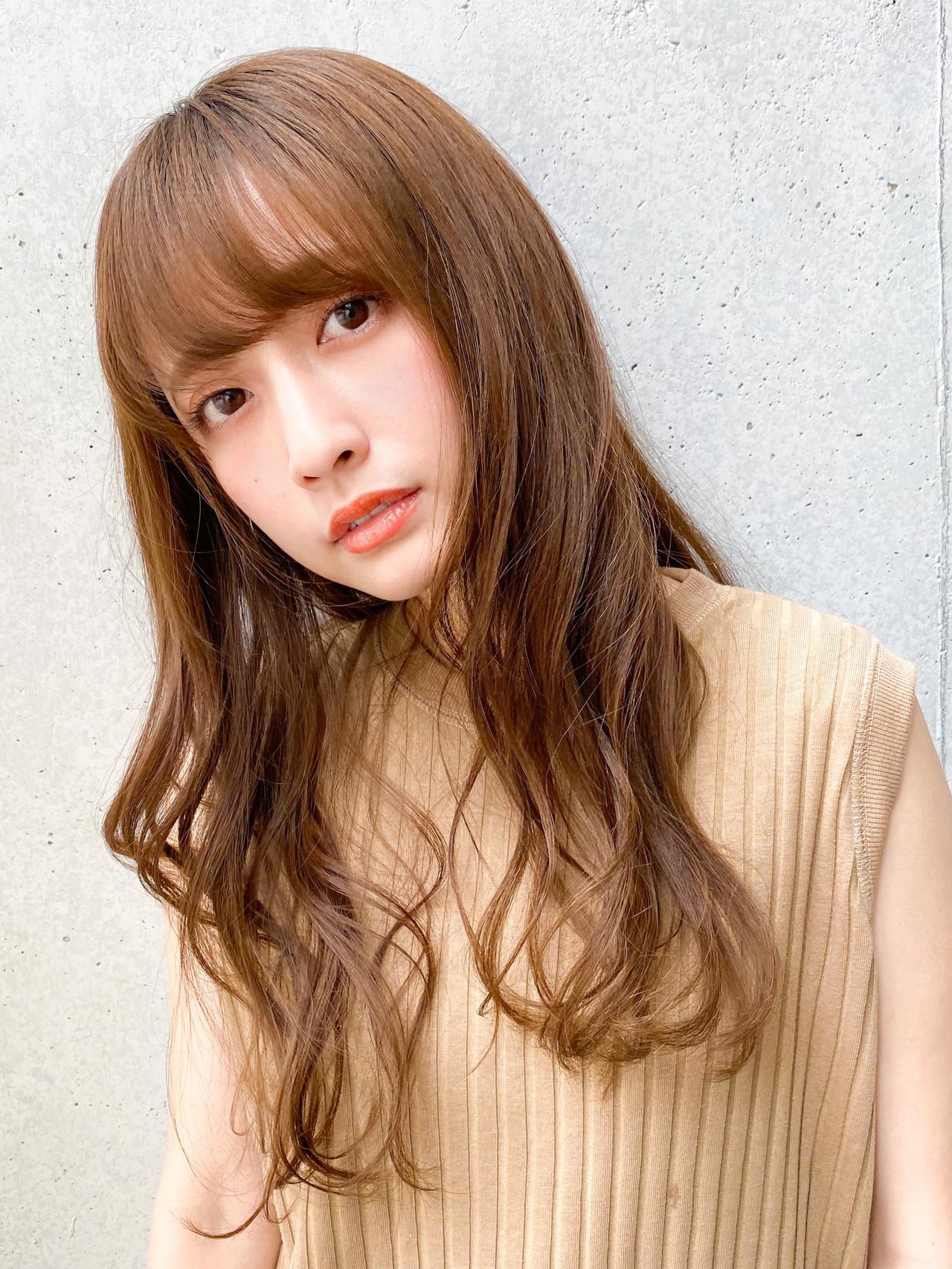 ロング ゆるふわパーマ ナチュラル レイヤースタイル ヘアスタイルや髪型の写真・画像