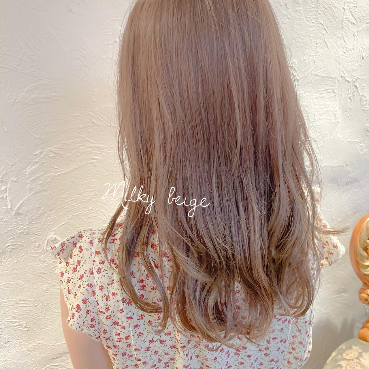 ミルクティー ナチュラル ロング ミルクティーグレージュ ヘアスタイルや髪型の写真・画像