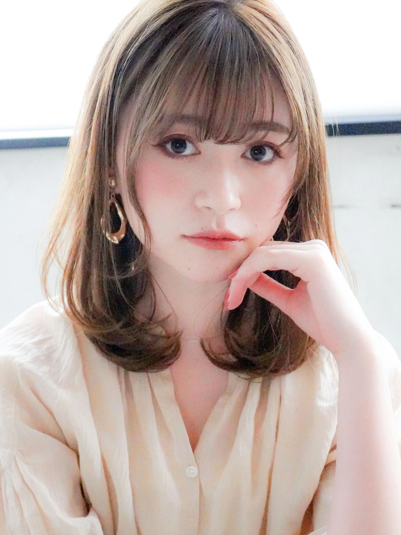 ミディアム ワンカール シースルーバング フェミニン ヘアスタイルや髪型の写真・画像