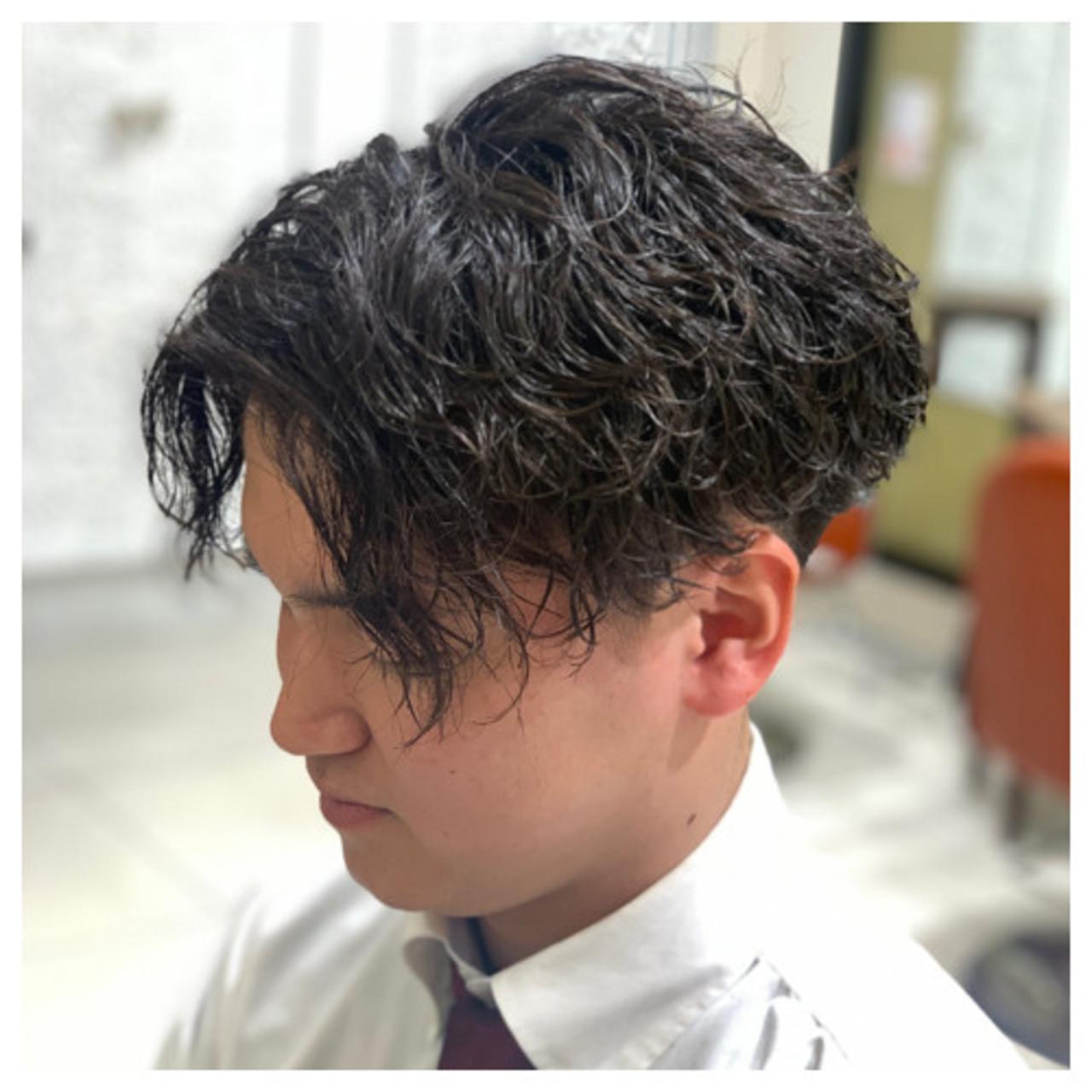スパイラルパーマ メンズパーマ モード ショート ヘアスタイルや髪型の写真・画像
