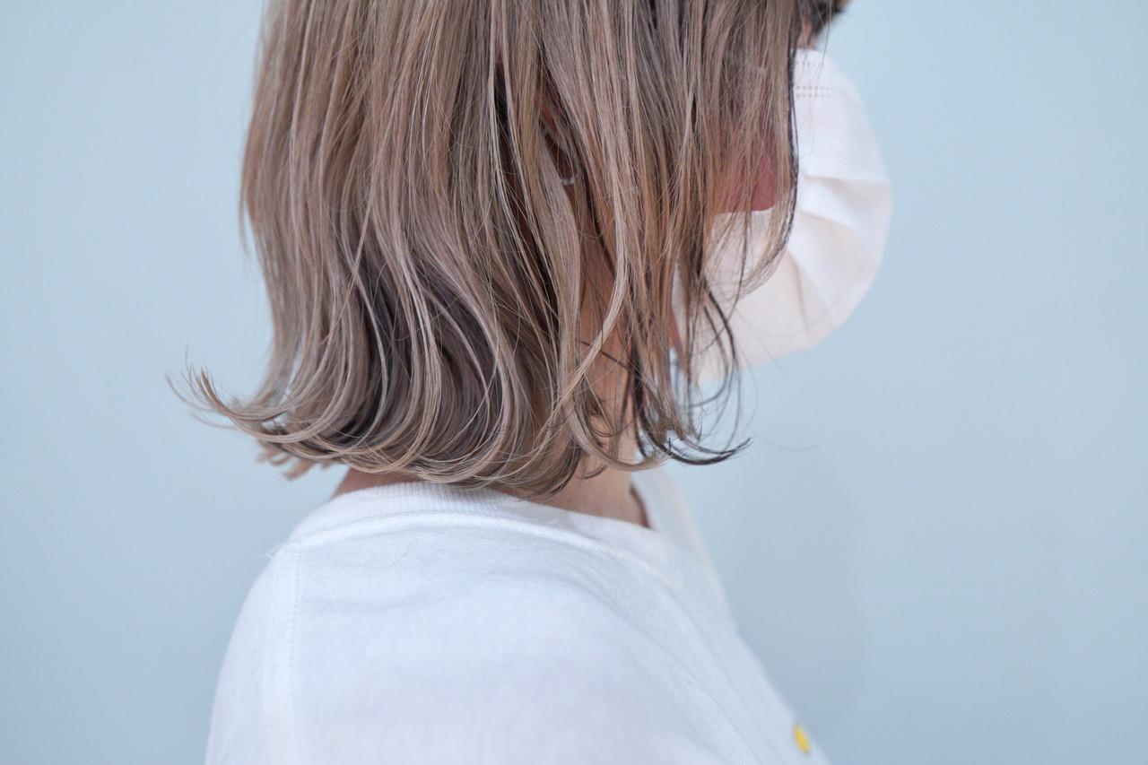 ブリーチ必須 ローライト 外ハネボブ インナーカラー ヘアスタイルや髪型の写真・画像