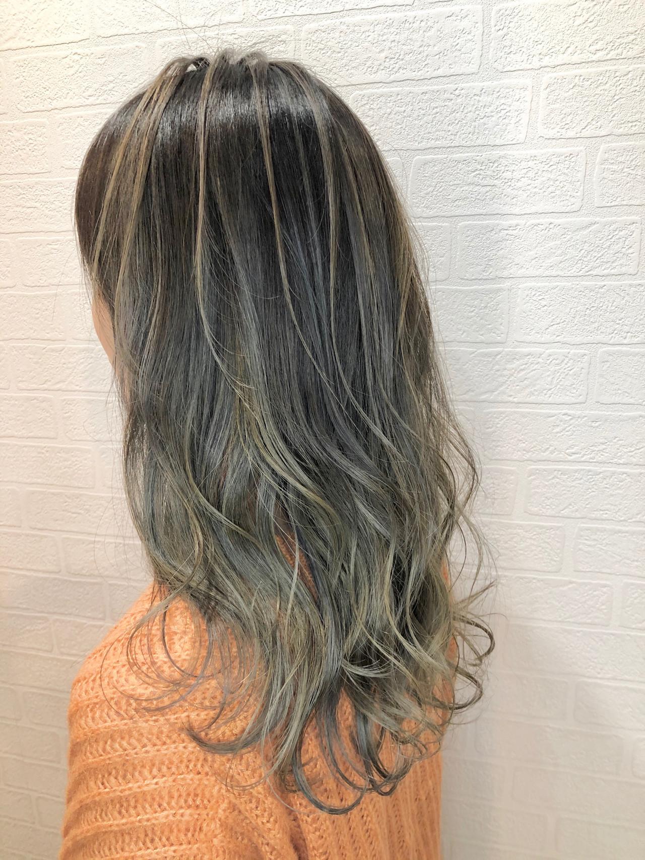 セミロング オリーブベージュ バレイヤージュ フェミニン ヘアスタイルや髪型の写真・画像