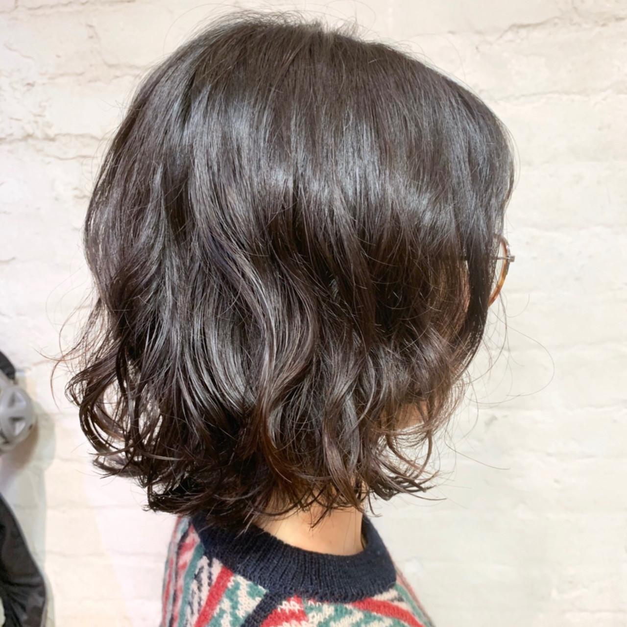 外ハネボブ ナチュラル コテ巻き風パーマ 切りっぱなしボブ ヘアスタイルや髪型の写真・画像