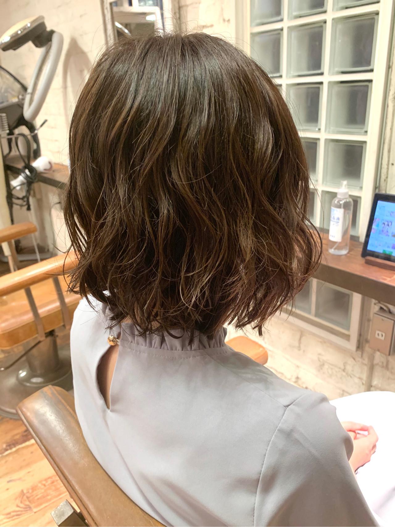 ナチュラル 外ハネボブ ゆるふわパーマ コテ巻き風パーマ ヘアスタイルや髪型の写真・画像