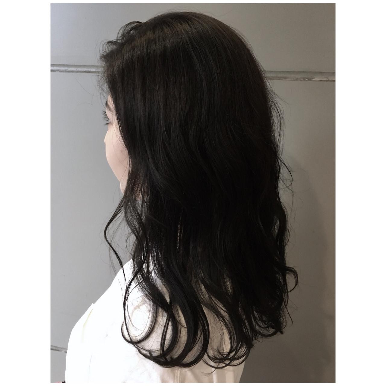 ダークグレー セミロング ナチュラル 黒髪 ヘアスタイルや髪型の写真・画像