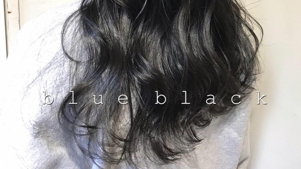 「ブルーカラー」で色白に!今キテいるカラーの暗め・明るめをご紹介