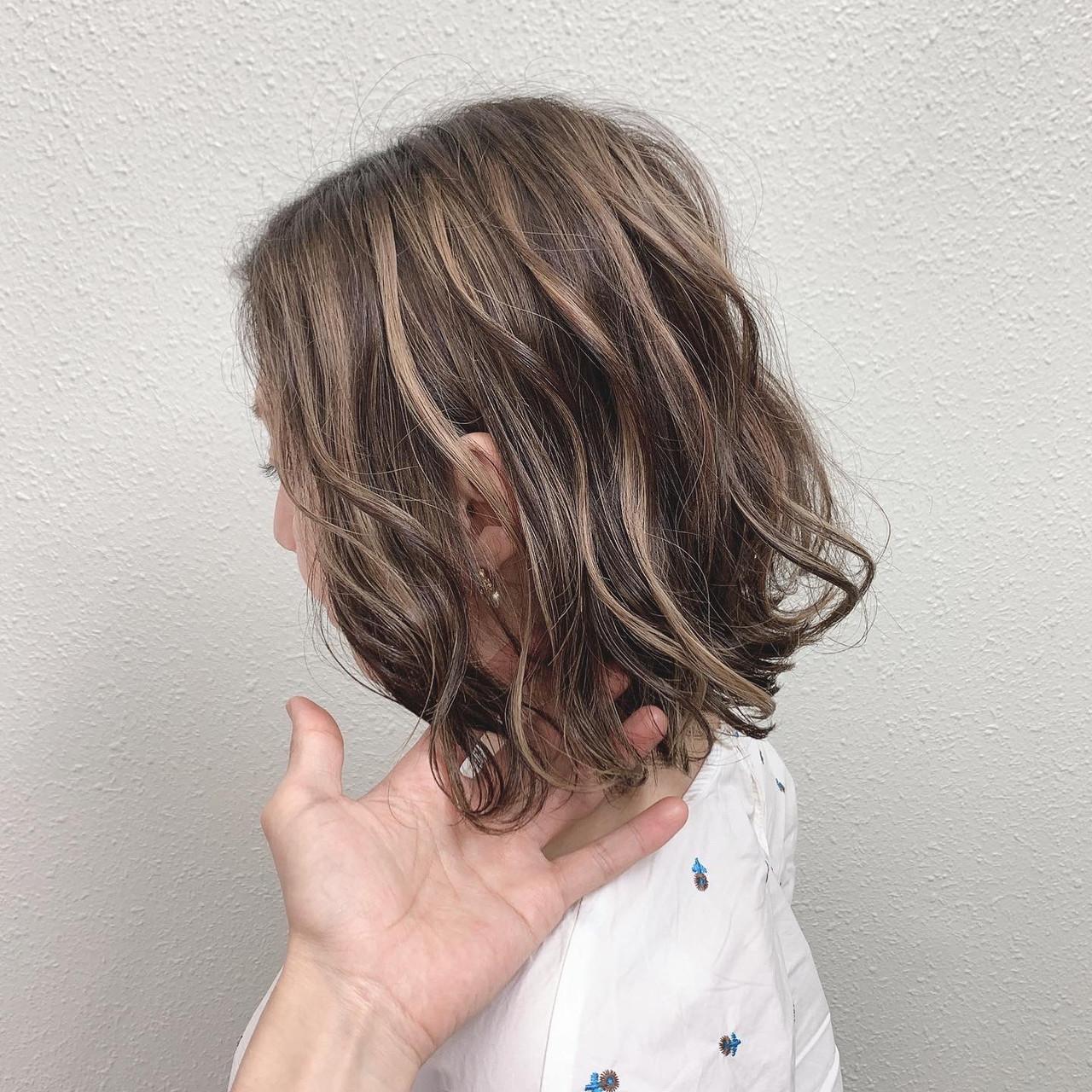 ミルクティー エレガント ハイライト グレージュ ヘアスタイルや髪型の写真・画像