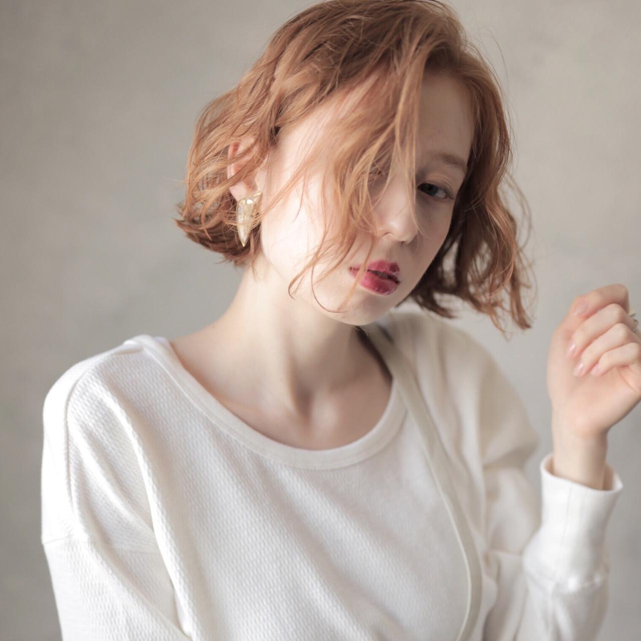 ヌーディベージュ ミルクティーベージュ 切りっぱなしボブ ミニボブ ヘアスタイルや髪型の写真・画像