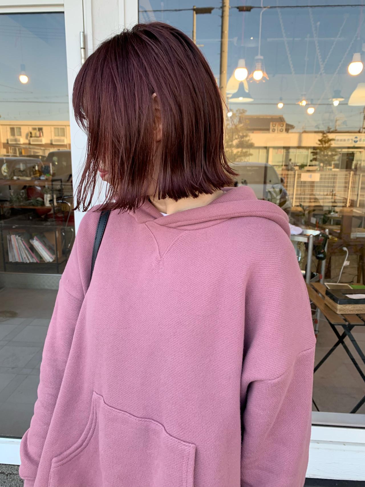 ベリーピンク ダブルカラー ストリート 切りっぱなしボブ ヘアスタイルや髪型の写真・画像
