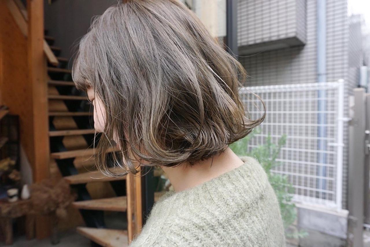 くすみベージュ 切りっぱなしボブ アンニュイほつれヘア 透明感カラー ヘアスタイルや髪型の写真・画像[エリア]