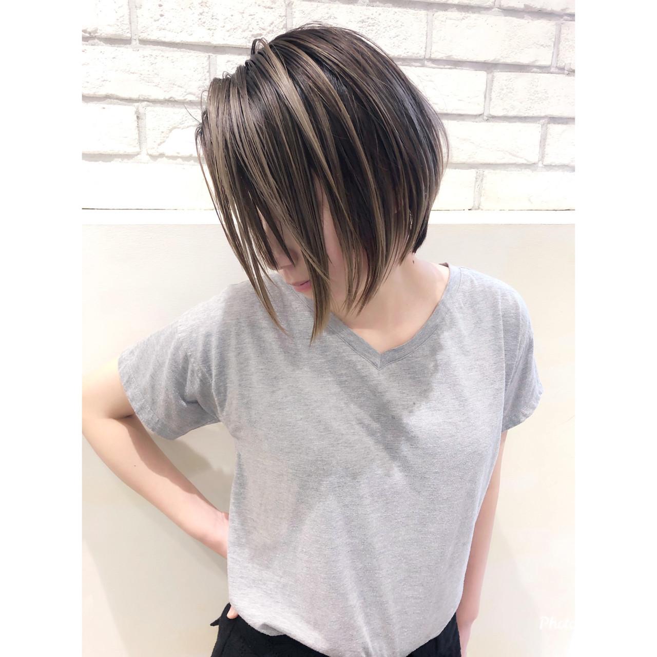 グレージュ ハイライト アンニュイほつれヘア ショート ヘアスタイルや髪型の写真・画像
