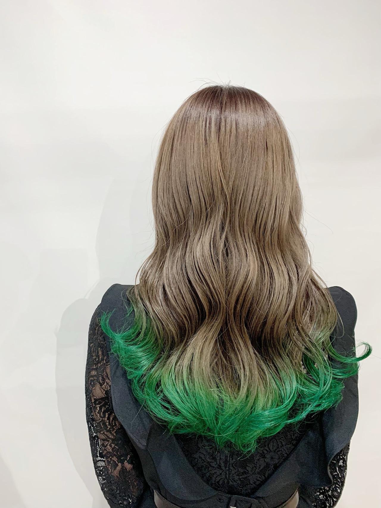 ベージュカラー セミロング 裾カラー ミルクティーグレージュ ヘアスタイルや髪型の写真・画像