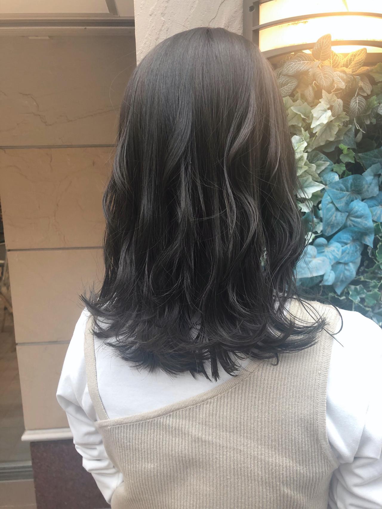 ミディアム オリーブグレージュ 似合わせ オリーブアッシュ ヘアスタイルや髪型の写真・画像