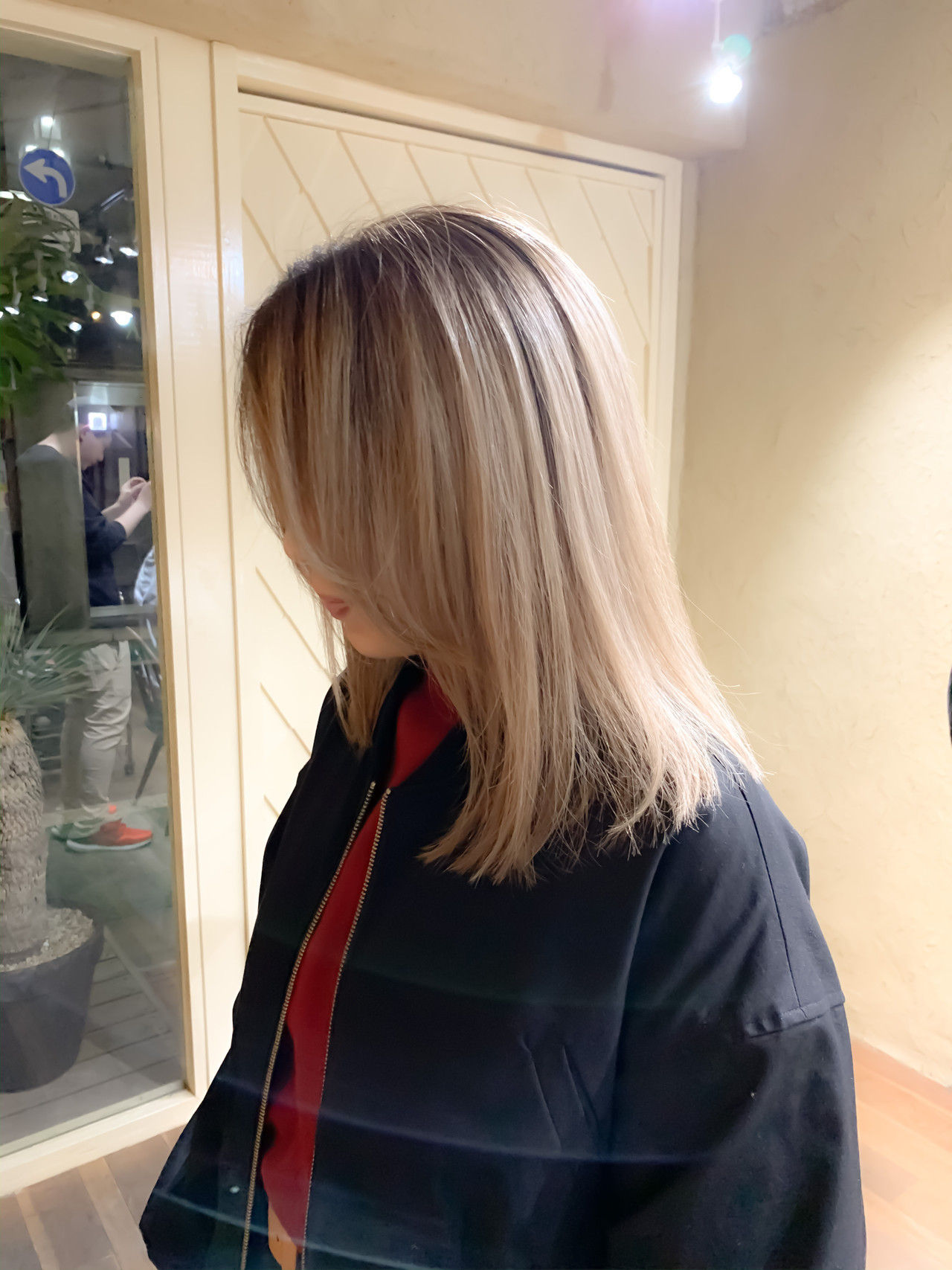 ブロンドカラー 切りっぱなしボブ ミディアム ベージュカラー ヘアスタイルや髪型の写真・画像