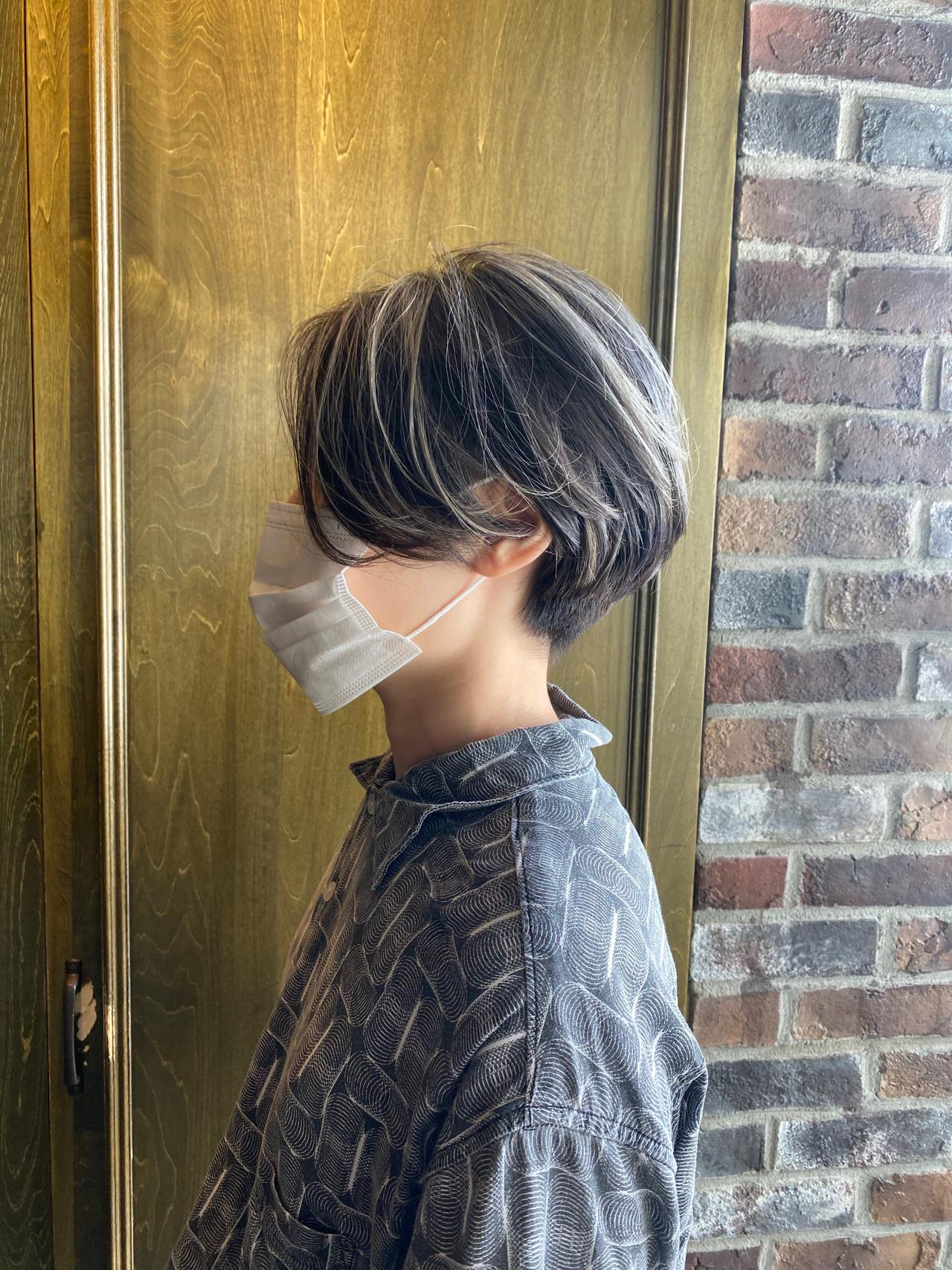 シルバーグレージュ バレイヤージュ ショートヘア ショート ヘアスタイルや髪型の写真・画像