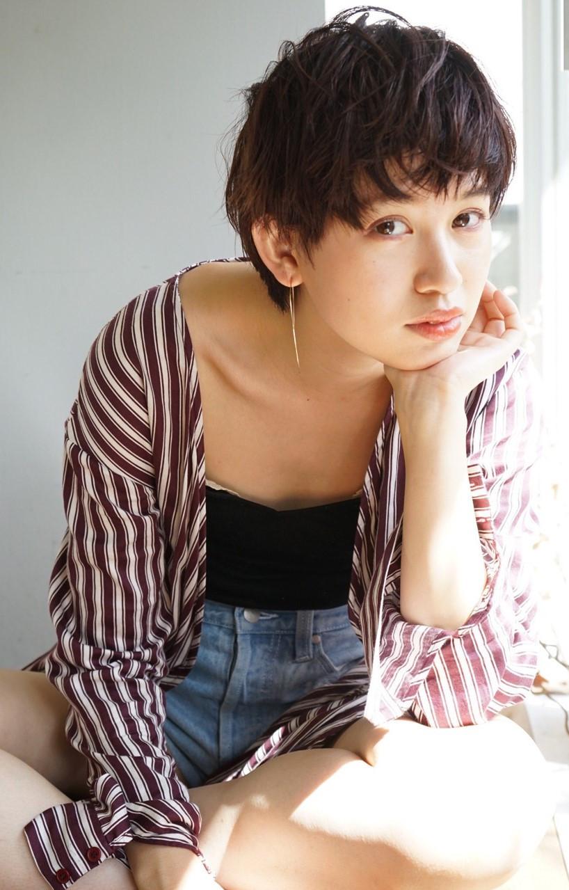 フェミニン 黒髪 ナチュラル 外国人風 ヘアスタイルや髪型の写真・画像[エリア]