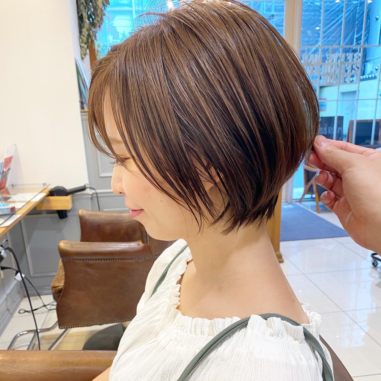 ミニボブ ナチュラル 切りっぱなしボブ ベリーショート ヘアスタイルや髪型の写真・画像[エリア]