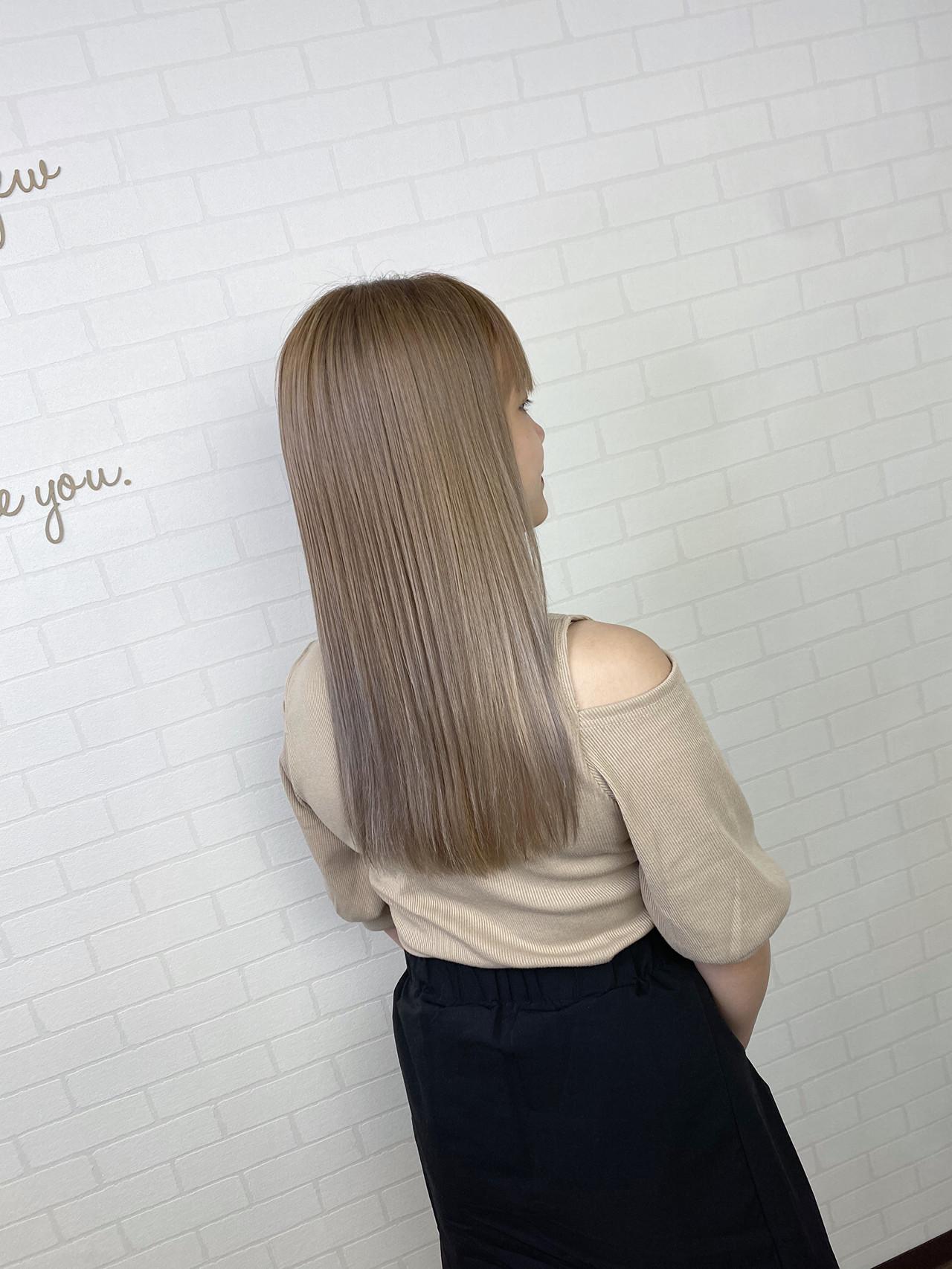 ハイトーンカラー ロング コテ巻き 透明感カラー ヘアスタイルや髪型の写真・画像