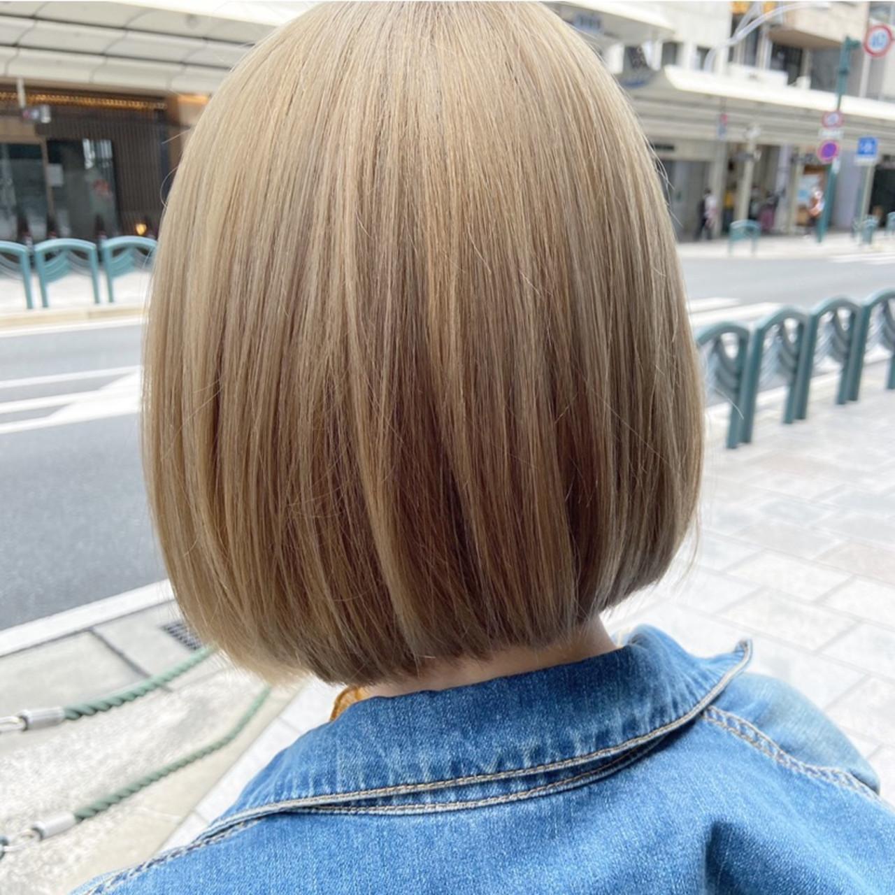アッシュグレージュ ナチュラル グレージュ ホワイトブリーチ ヘアスタイルや髪型の写真・画像