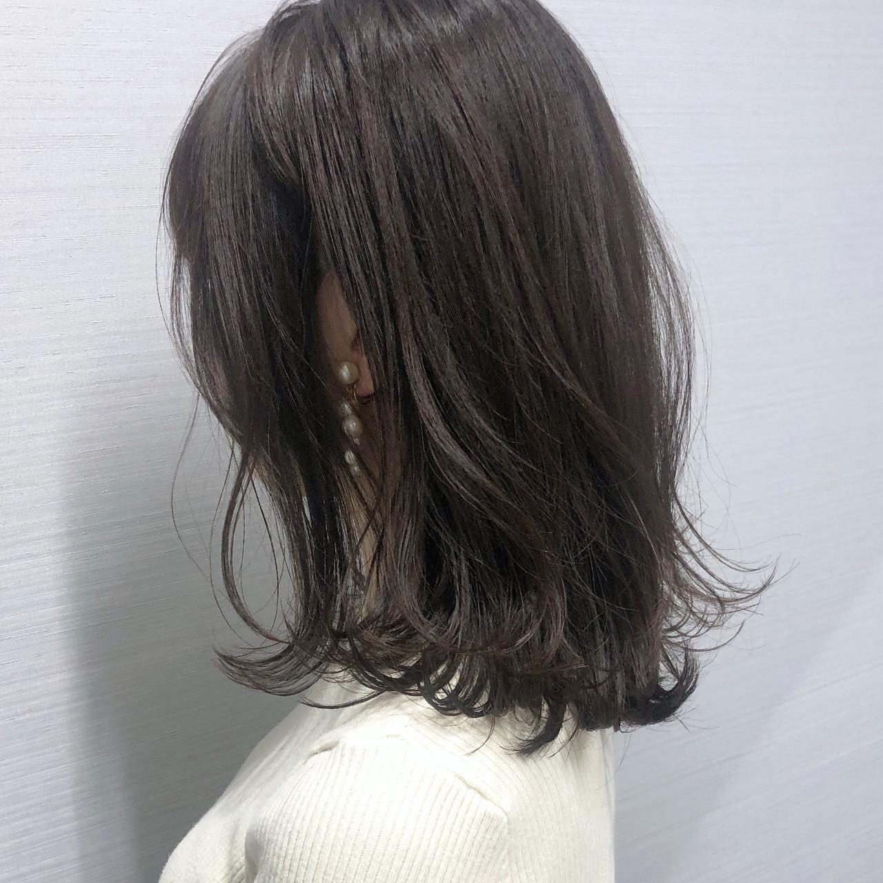 ミディアム ベージュ 切りっぱなし ナチュラル ヘアスタイルや髪型の写真・画像