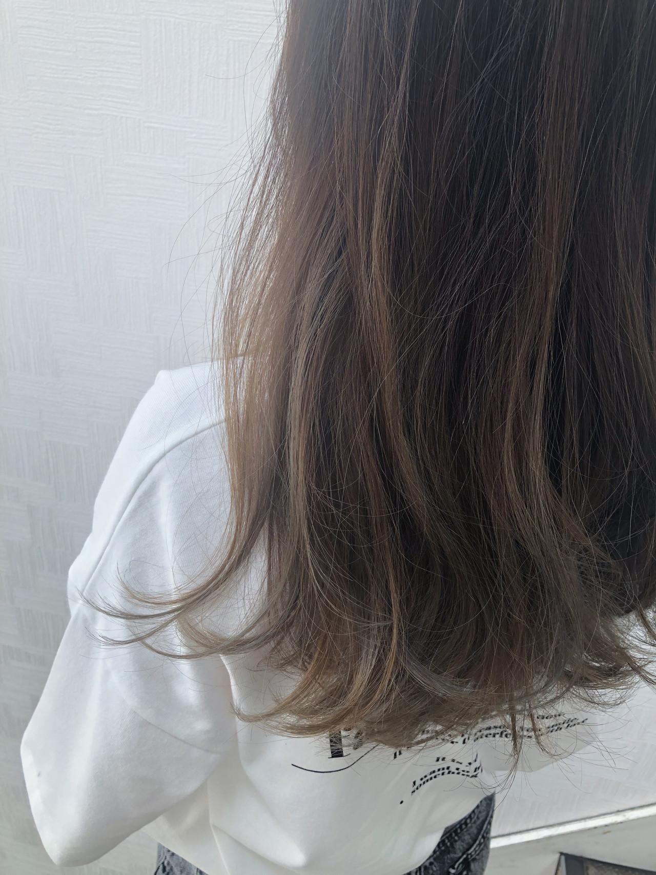 極細ハイライト ミルクティーベージュ ハイライト ロング ヘアスタイルや髪型の写真・画像