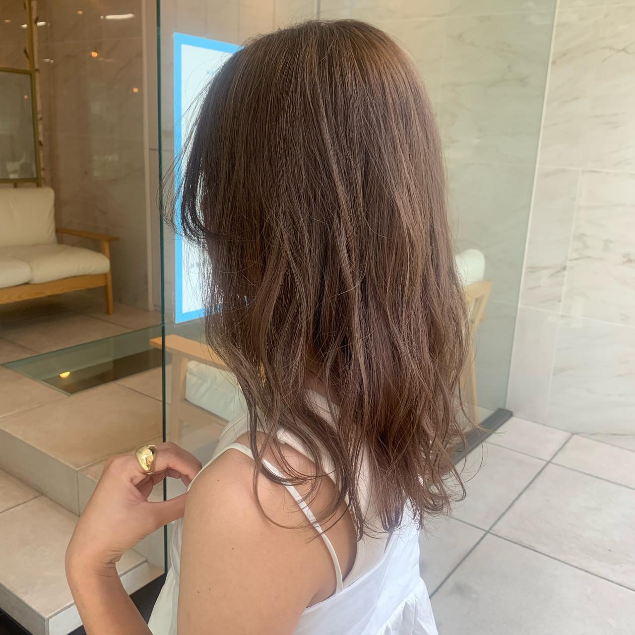 ガーリー オリーブグレージュ ミルクティーベージュ ブリーチカラー ヘアスタイルや髪型の写真・画像