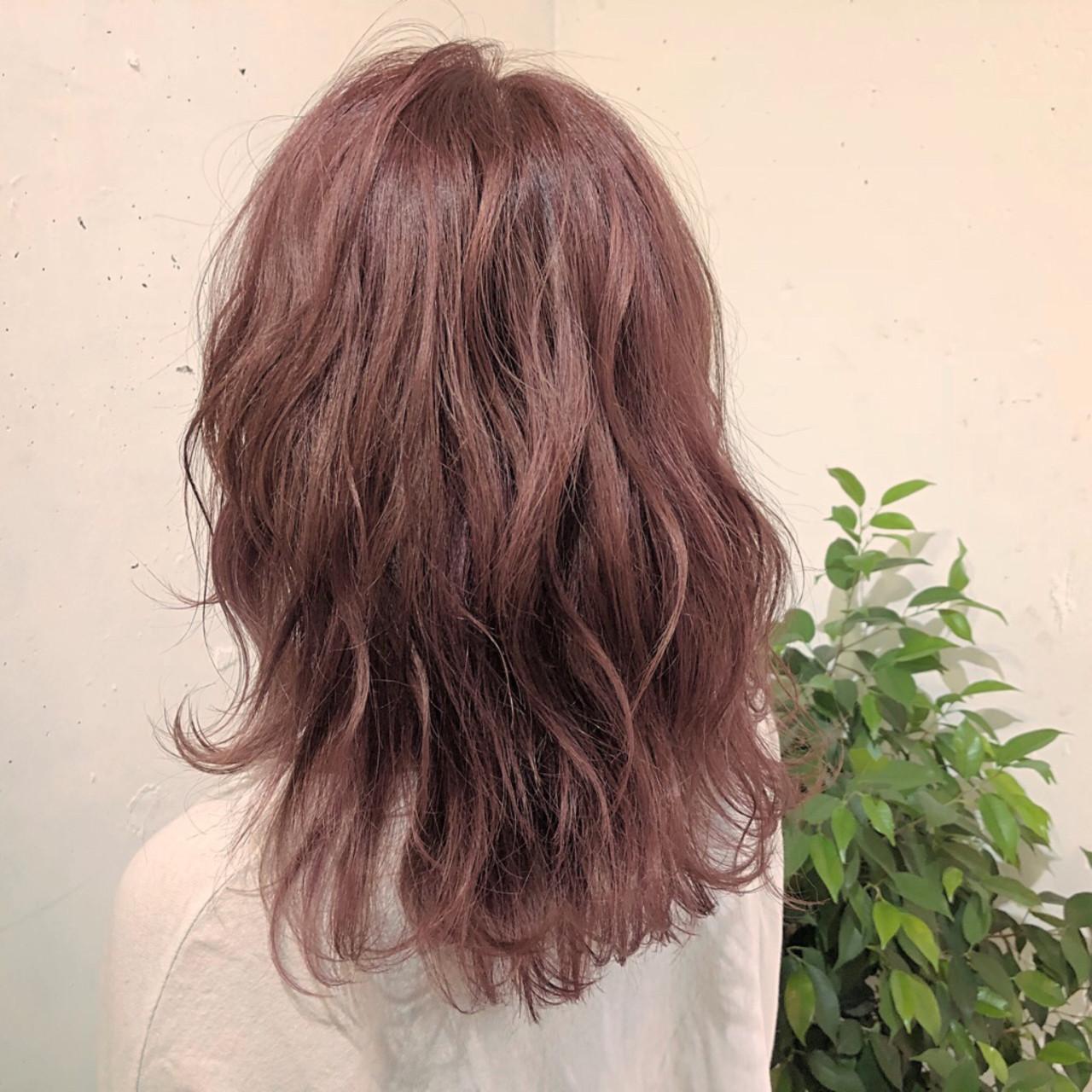 ミディアム フェミニン イルミナカラー 透明感 ヘアスタイルや髪型の写真・画像