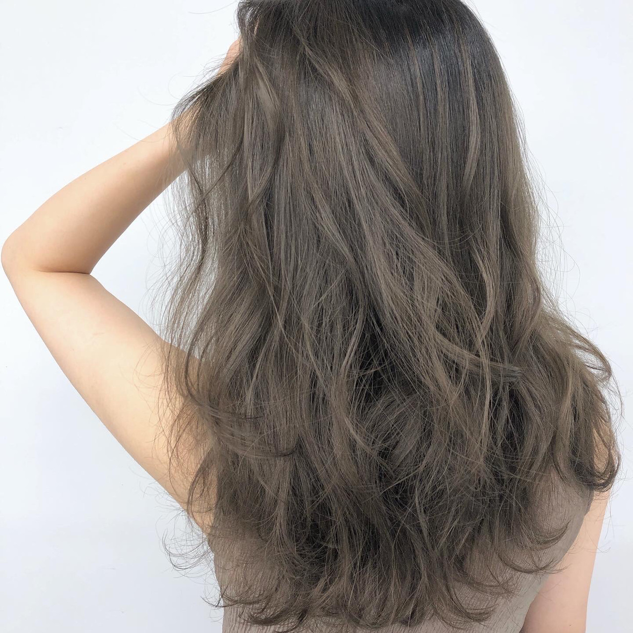 カーキアッシュ オリーブアッシュ 外国人風カラー ナチュラル ヘアスタイルや髪型の写真・画像