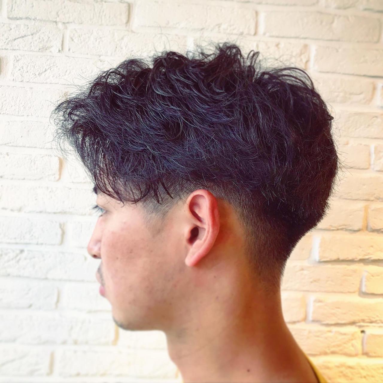 メンズパーマ ストリート ショート ツーブロック ヘアスタイルや髪型の写真・画像
