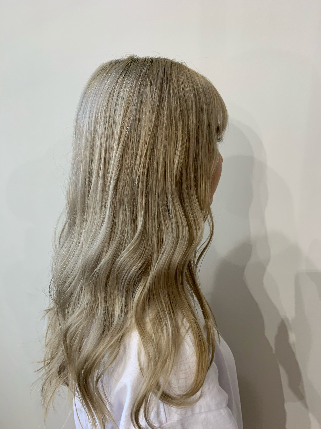 ブロンド ハイトーンカラー ホワイトベージュ ナチュラル ヘアスタイルや髪型の写真・画像