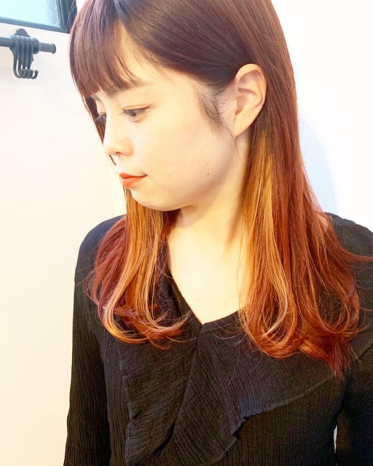 ミディアム チェリーピンク チェリーレッド ストリート ヘアスタイルや髪型の写真・画像